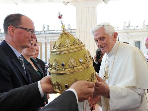 Tiara dla Benedykta XVI