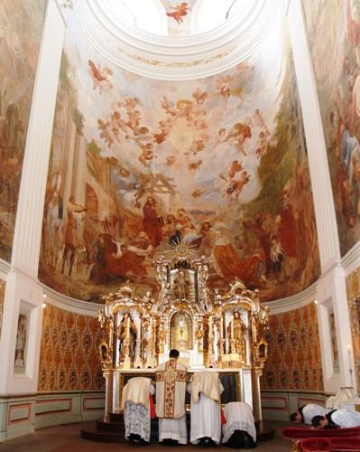 Uroczysta Msza św. w kościele św. Józefa w Krzeszowie