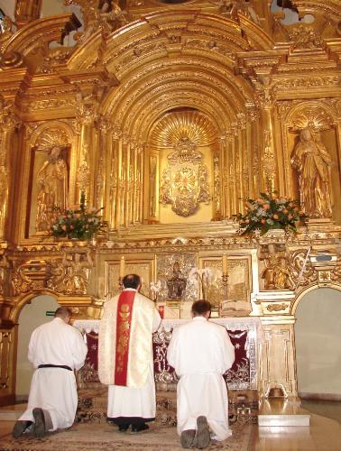 Modlitwy u stopni ołtarza