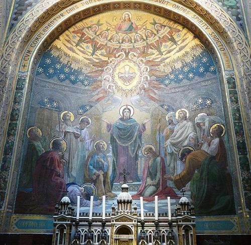 Mozaika zesłania Ducha Świętego w bazylice w Lourdes